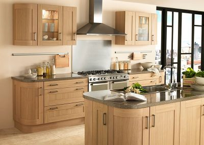 Natural-Oak-Shaker-with-Curved-Units-800x656